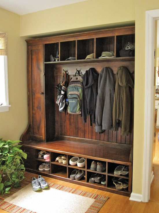 Built in bench and coat rack..Love this!! May be able to make a down-sized version of this for my little area