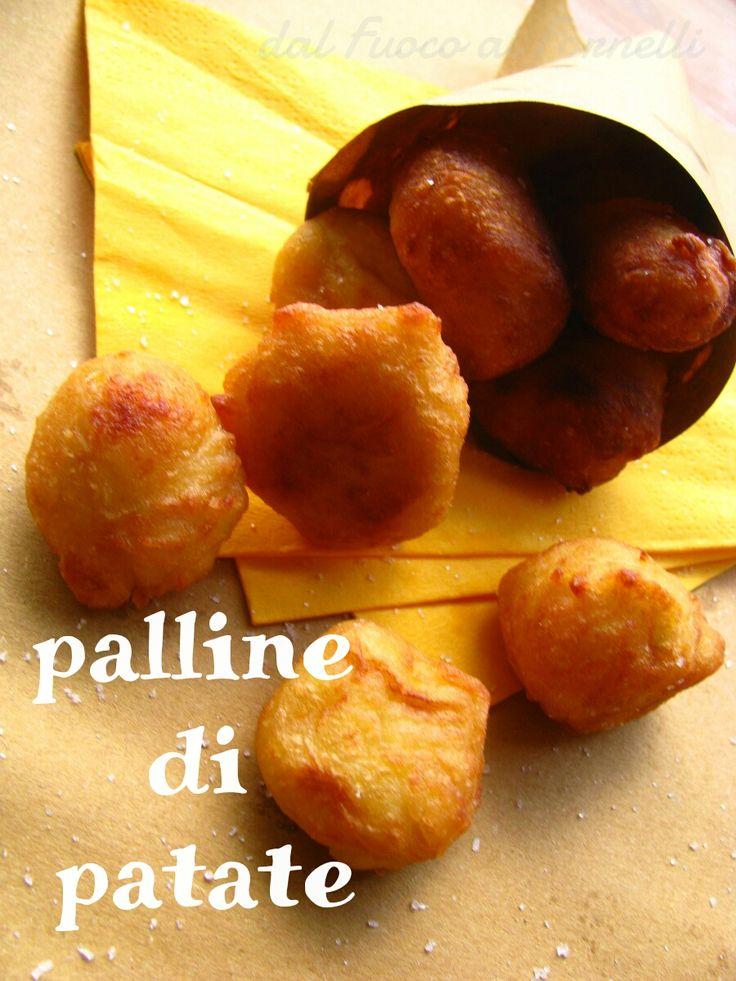 Un goloso aperitivo da portare in tavola per la gioia di grandi e piccini!! Palline di patate: una tira l'altra! Preparatene un bel po', non bastano mai!