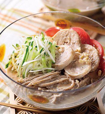 胡桃だれ蕎麦と蒸し鶏のサラダ仕立て