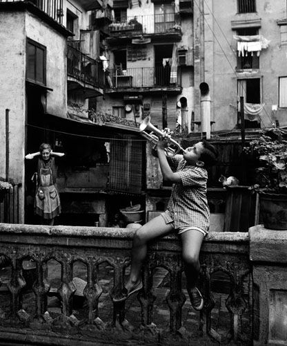 Así empezó algún famoso. Calle del Marquès de Barberà. Barcelona, 1963 by Eugeni Forcano (Premio Nacional de Fotografía 2012)
