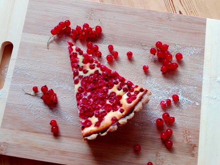 Linecký hrníčkový rybízový koláč s tvarohem