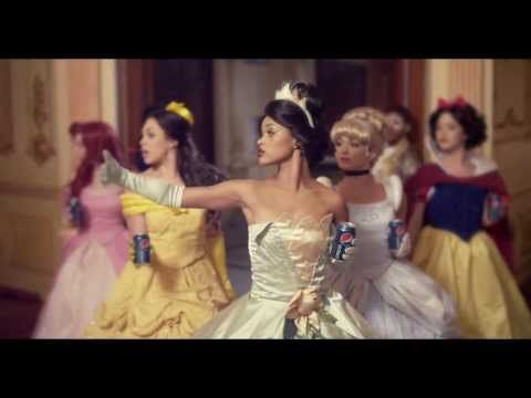 Omg this is perfect. Tiana, Belle, Ariel, Snow and Cinderella dancing to Beyonce - Grown Woman