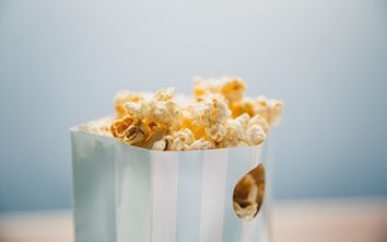 Your Go-To Guide To Healthy Snacking: 6 Smart Snack Ideas!