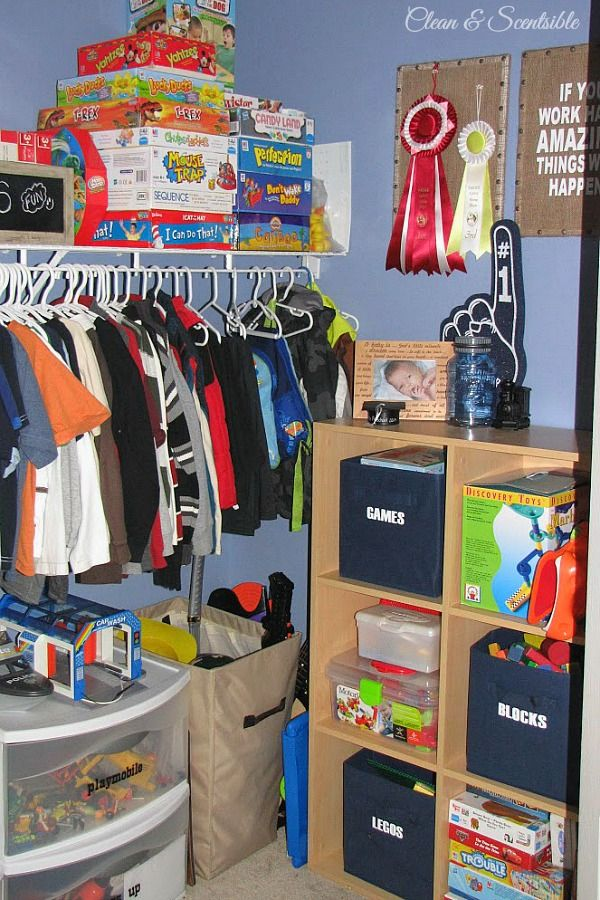 Follow these easy ideas on how to organize kids' closets for a functional closet space that is easy to maintain.