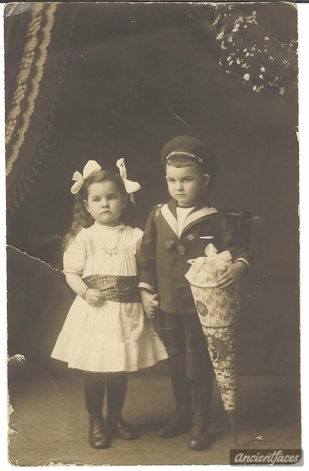 Victorian Children - that boy has a schuletute (German tradition for the first day of school) I did them for my kids