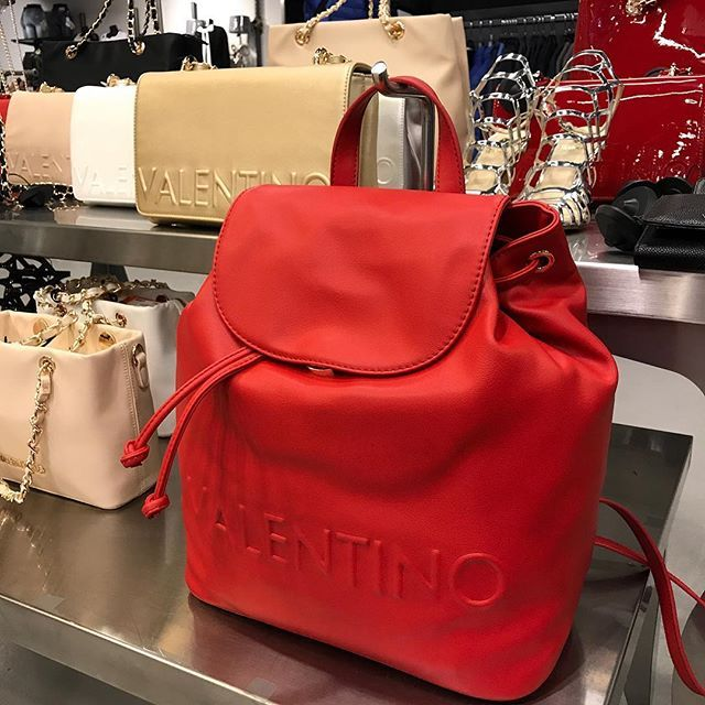 #Valentino @ #Herman #Fashion #Bags #Valentinohandbags #tas #tassen #trendy #newcollection #mode #HermanSchoenen #DenHaag #instafashion #HermanSchoenenNL https://hermanschoenen.nl/merken/valentino