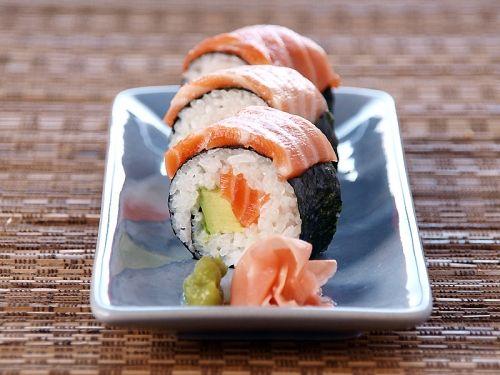 Salmon and Avocado Sushi Rolls: Avocado Sushi, Salmon Avocado, Asian Food, Sushi Roll Recipe, Avocado Roll, Relish, Sushi Rolls, Favorite Recipes