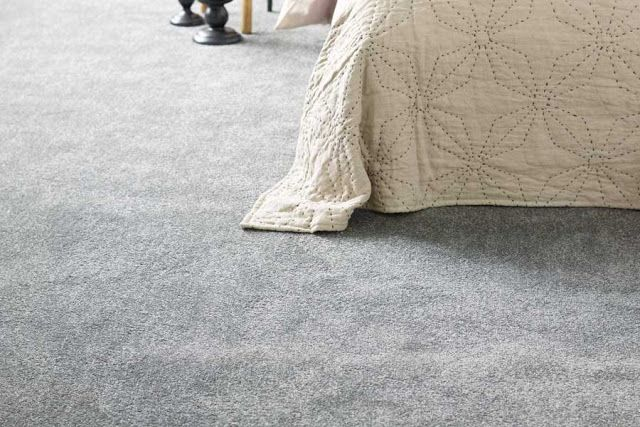 meg og mine..: Vegg til vegg teppe på soverommet??
