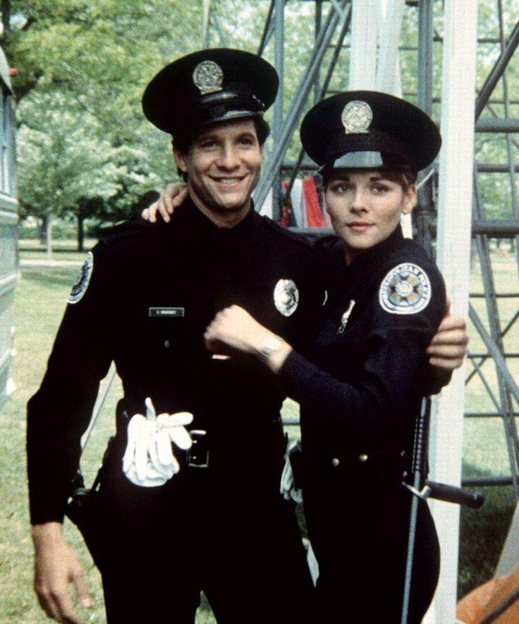 """Steve Guttenberg y Kim Cattrall en """"Loca Academia de Policía"""" (Police Academy), 1984"""