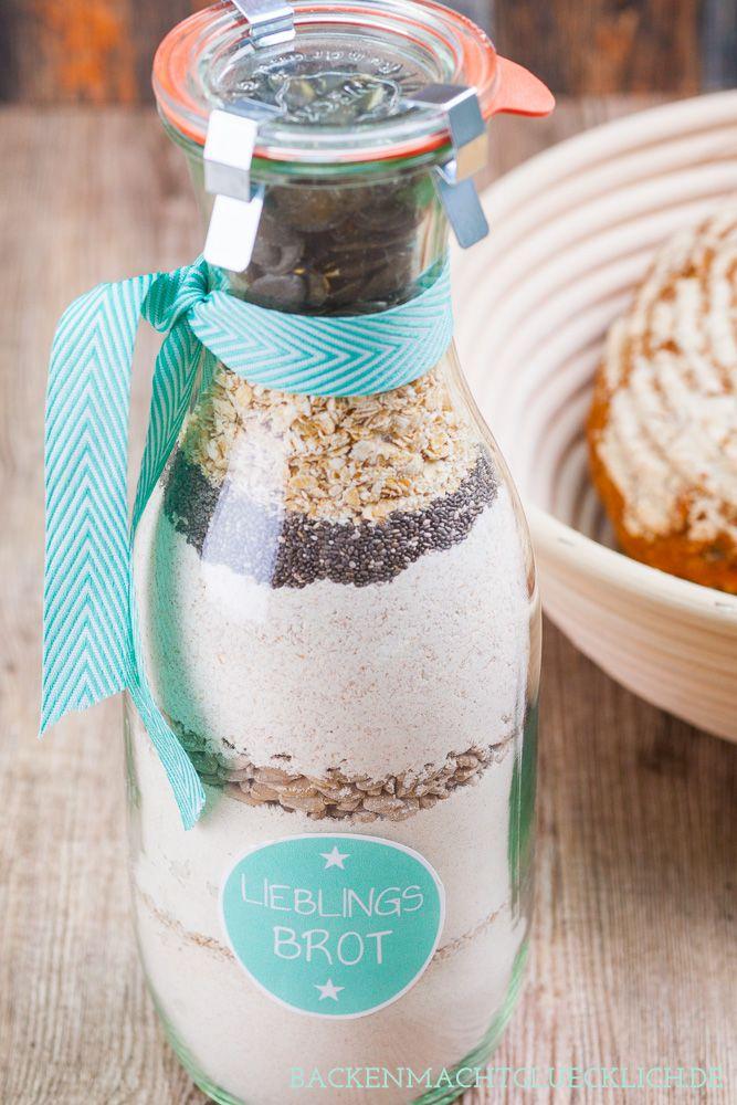 Brot-Backmischung im Glas, schönes Geschenk aus der Küche zum Einzug oder zur Gartenparty bzw. Einladung zum Frühstück | http://www.backenmachtgluecklich.de
