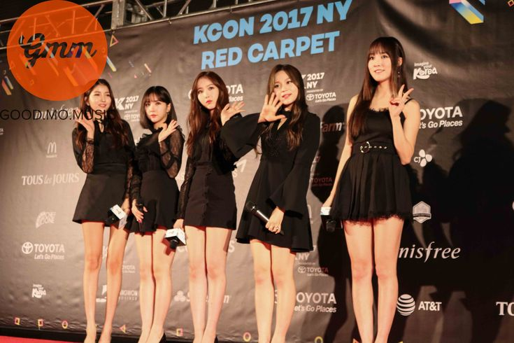 """'Gfriend' Walk on the """"KCON 2017 NY"""" Red Carpet in Simple Black Dresses for Last Weekend's Festival"""