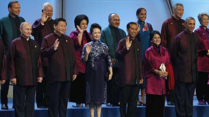 "Lila-Laune beim ""Familienfoto"" der Apec-Gipfel-Teilnehmer, darunter Russlands Präsident Wladimir Putin (l.), Chinas Präsident Xi Jinping (2.v.l.) und US-Präsident Barack Obama (r.)"