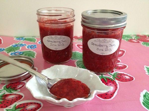 """""""No Recipe"""" Low-Sugar Refrigerator Strawberry Jam"""