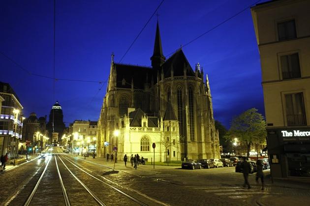 Kirche Nôtre-Dame au Sablon in Brüssel am Abend