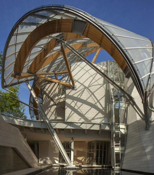 Visuals which highlight the undulating curves & #Lafarge #Ductal panels of the Louis Vuitton Foundation