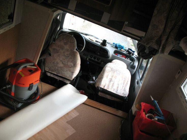 Isolamento camper pavimento e laterali fino altezza finestre