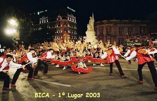 A tradição de comemorar o dia de São João veio de Portugal, onde as festas são conhecidas pelo nome de Santos Populares e correspondem a diversos feriados municipais: Santo Antônio, em Lisboa; São Pedro, no Seixal; São João, no Porto, em Braga e em Almada. http://portuguesembadajoz.wordpress.com/2008/06/09/festas-dos-santos-populares-portugal-festas-juninas-brasil/