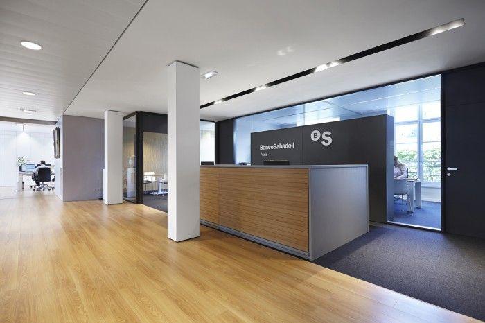 Mostrador de entrada, nuevas oficinas corporativas de Banco Sabadell en Paris
