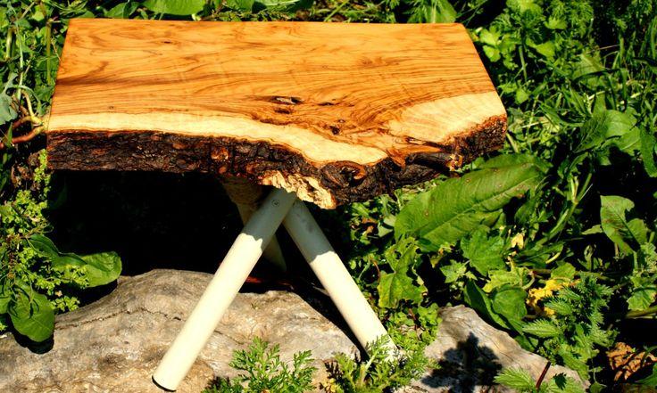 Zeytin Ağacından mini sehpa, el yapımıdır.  Ölçü  40*35*30