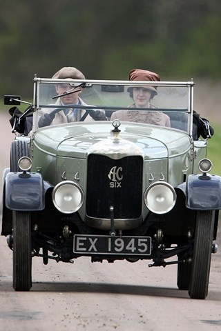 Julian Fellowes to stop writing Downton Abbey? - celebrity news