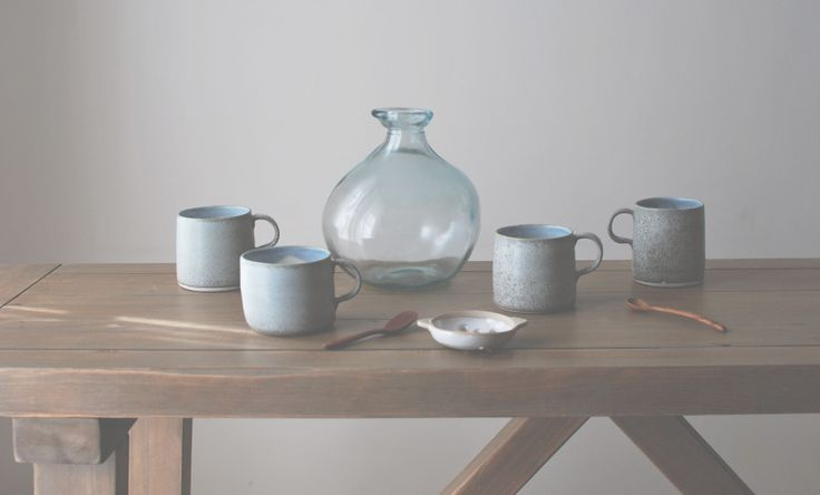 Porcelain Mugs with Matt White Sieve