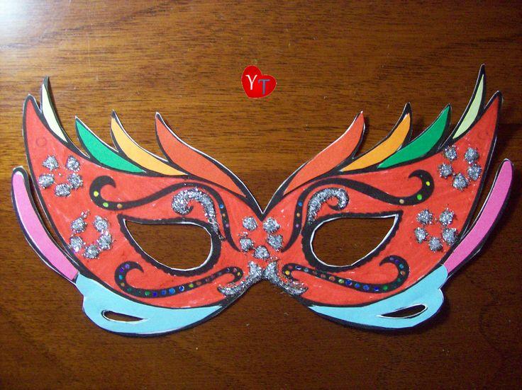 Mascherine di Carnevale (mosaico di cartoncini colorati e glitter argento)