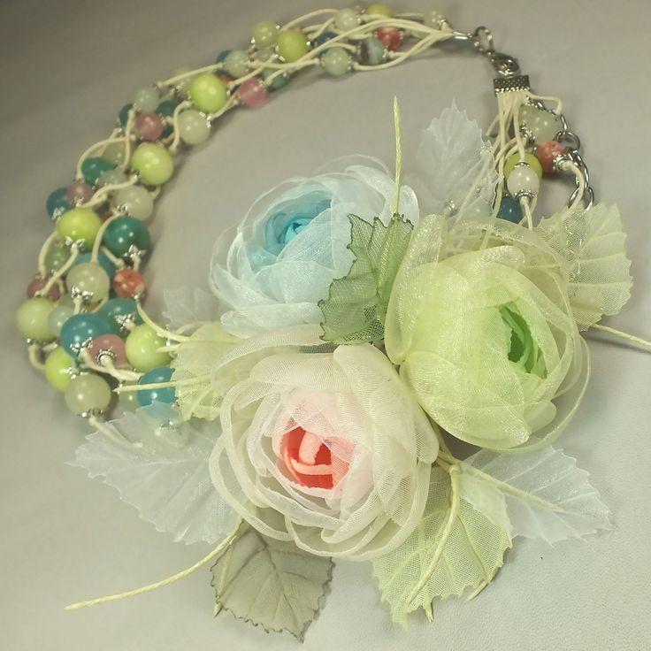 Купить Долина Цветных Водопадов. Колье и три броши - цветка - комбинированный, розовый, голубой, салатовый