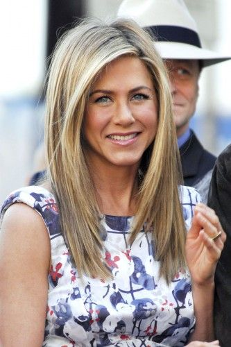 Oh Jennifer Aniston... Always such cute hair! @Alison Hobbs Shape can you make my hair look like this???