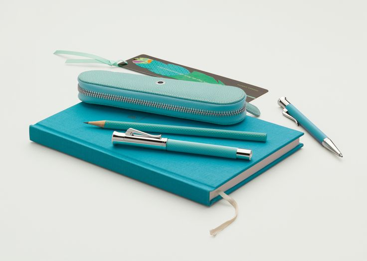 Writing instruments and accessories for the workplace, briefcase and handbag are now also proving their brilliance in trendy hues that elevate the mood: In early summer, the Graf von Faber-Castell Collection is launching exciting classics in three bold new colours. #Fountainpen #turquoise #orange #pink #pencil