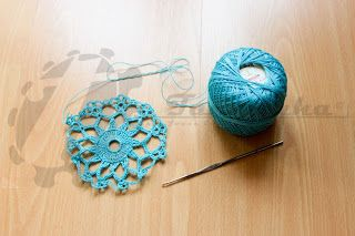 #COats&Clark #yarn in #blue making a #crochet #doily...  All remember the #doilies that our grandmothers made or had in their homes. The doilies are very #beautiful #pieces, super laced with stunning designs but I think that they should have a new life. Thus, in partnership with the shop of Sr. Jacinto, I made this doily in #turquoise #yarn provided by the manager himself. I loved the end result. Its beautiful! The #color gives you another life does not it?