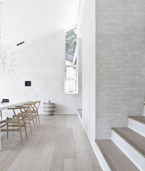 minimalist-interiors. White walls on white washed wood floors and bleached wood