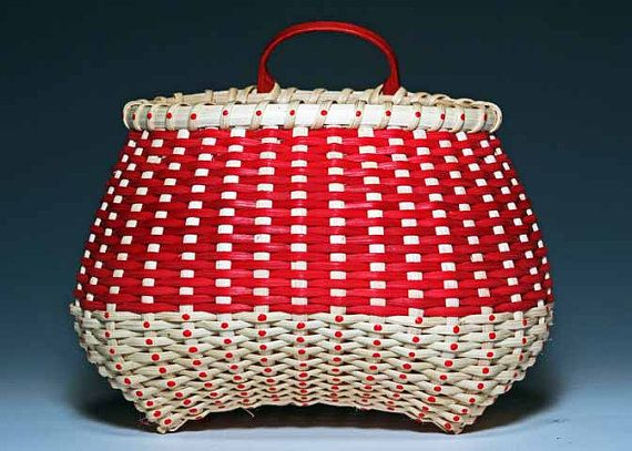 A hand-woven basket Mrs. Santa would surely love. #etsyfinds