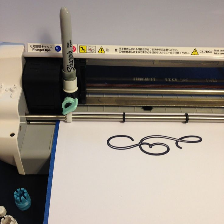 Yes, you can use a regular fine point sharpie in your Silhouette machine to sketch. #silhouette #silhouettesd #sketch