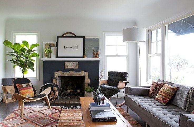 tendance déco salon qui s'inspire du désert - adopter le mobilier en bois sobre et la déco en plantes vertes d'intérieur