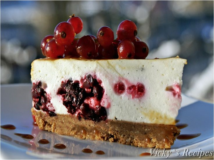 Reteta Cheesecake cu mascarpone, fructe de padure si caramel din categoriile Dulciuri diverse, Prajituri, Torturi