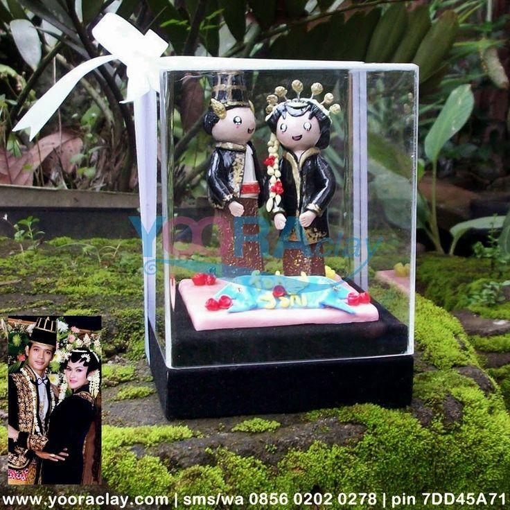 Hadiah Nikah Clay dalam Box Acrylic 'Solo Putri'