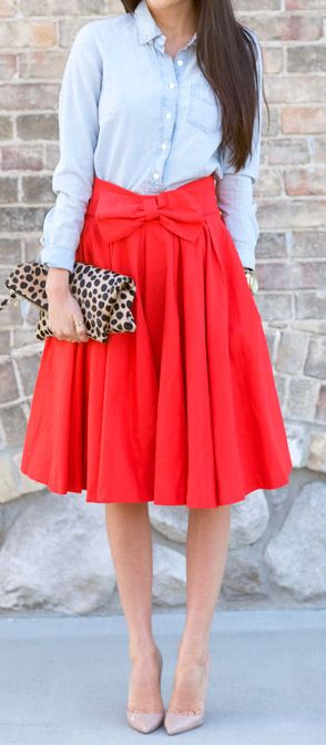 I don't like the colour of the skirt but I love the match and the design.