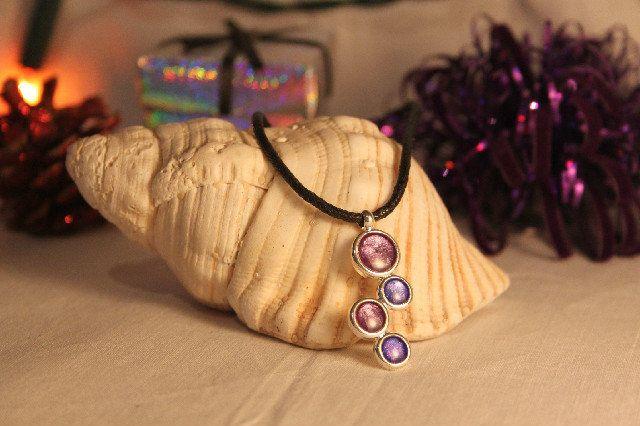 Four disc pendant, £12.50 #resinandnailvarnish #resinjewellery #nailvarnishjewellery #uniquejewellery #giftsforher #christmasgiftsforher #madeonskye #pendant #uniquependant