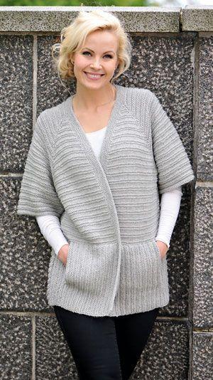Mødre i alle aldre vil vist nyde at varme sig i denne dejlige trøje med halvlange ærmer. Strikker du ikke selv, så er garn og opskrift en rigtig god gaveidé til en strikkeglad kvinde!