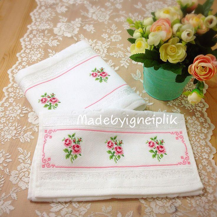 Crossstitch floral towel  İnstagram: @madebyigneiplik