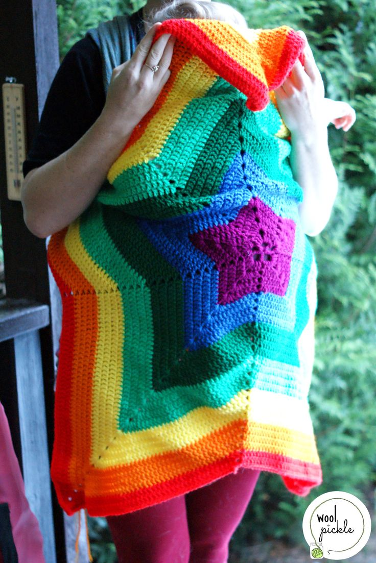 Baby wearing rainbow star blanket. Picture tuturiol and other baby wearing pattern links in site