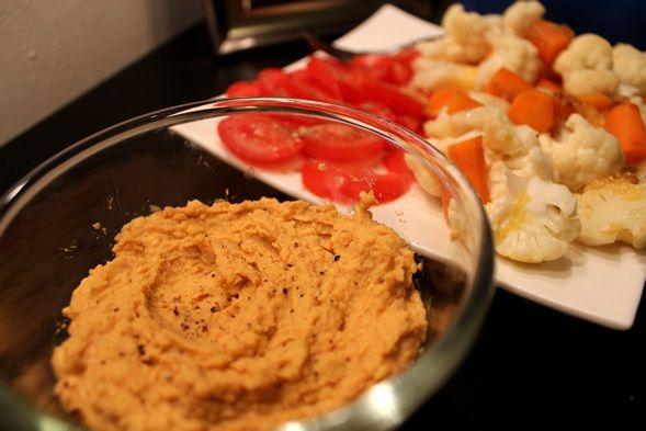 Hummus is zó makkelijk zelf te maken. In een paar stappen heb je zelf hummus gemaakt, zonder tahin pasta, ik kan dit namelijk nooit ergens vinden. Lees meer