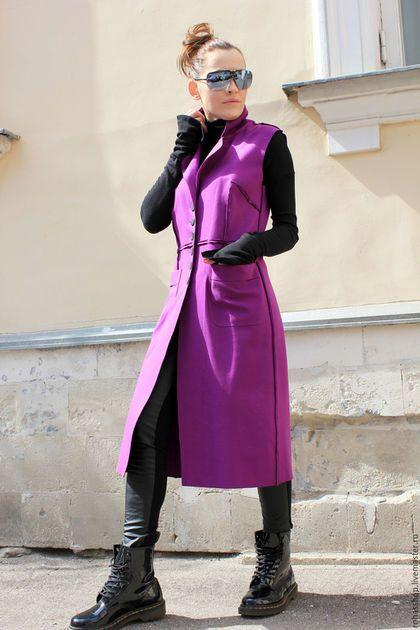 Фиолетовое пальто без рукавов, лиловый кардиган летний, яркая жилетка, яркий кардиган на пуговицах, дизайнерское пальто, весеннее пальто.
