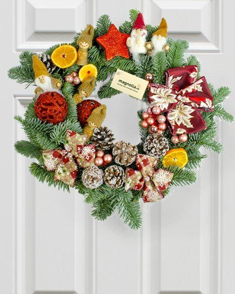 Coroniță pentru ușă cu accesorii de Crăciun. Christmas wreath