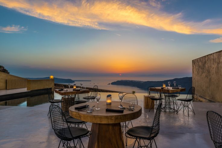 Looking for the perfect dinner date? Andronis Concept has the answer. Don't miss the golden hour from our supreme restaurant named Throubi where you can discover truly special flavors in a time where everything authentic and handmade has its own intrinsic value. So... may we reserve you a table for 2?