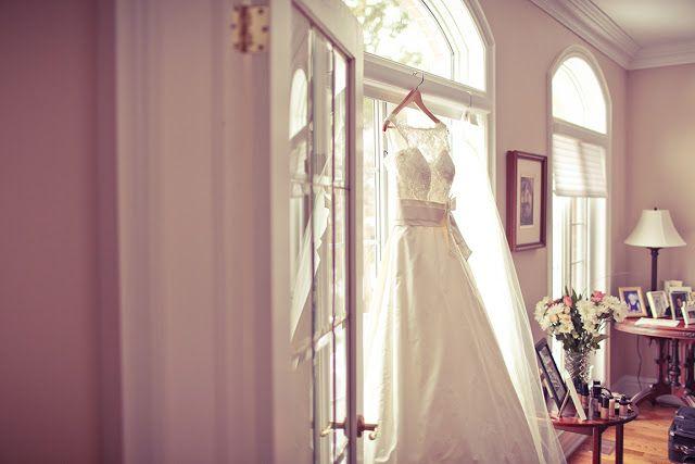 Stunning wedding dress | Photography by www.newvintagemedia.ca