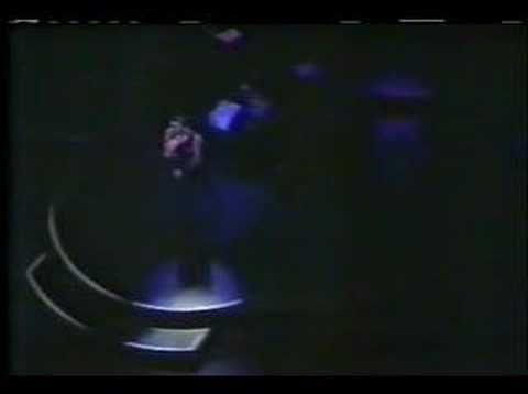 George Michael - Tonight La grande classe. Vraiment. Au moins aussi bien que l'original.