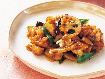 れんこんと鶏肉のピリ辛炒(いた)め〜赤とうがらしのピリリとした辛みに程よい酸味をきかせ、中国風の炒め物にしました。