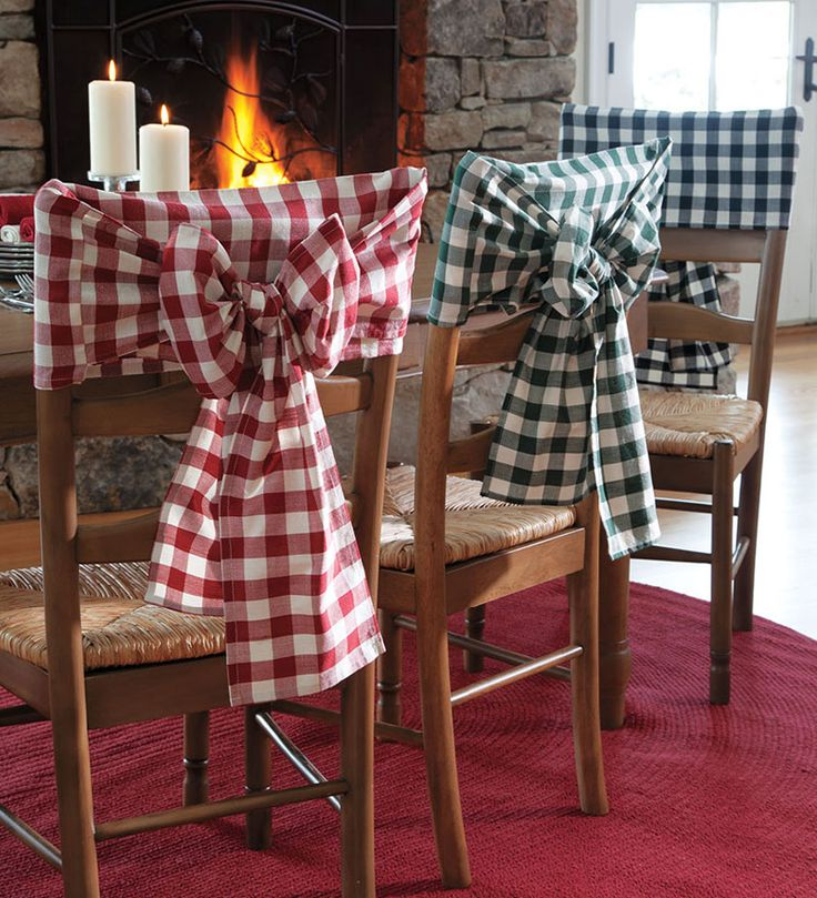 What a cute idea for ramping up the wow factor of plain wooden chairs! Rustic Chair decor clothes bow +++ SILLAS VESTIDAS DECORADAS FUNDAS LAZO TELA A CUADROS RUSTICO ROJO BLANCO AZUL BLANCO