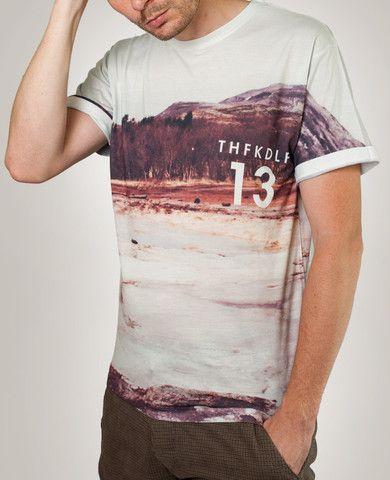 Den urbane t-shirt 'Thinvellier' er fra indie-brandet THFKDLF, der leverer høj kvalitet af #polyester t-shirts med fede all-over prints. #modeblog #streetwear #tshirts